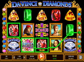 A winning Da Vinci Diamonds payline with a Wild symbol